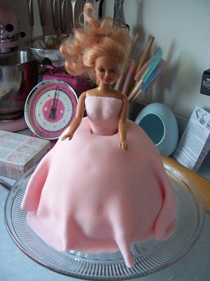 كيكة على شكل عروس dollCake_doll.jpg